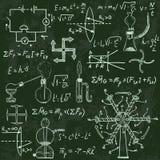 Körperliche Formeln und Phänomene auf Tafel Lizenzfreie Stockfotografie