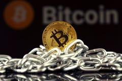 Körperliche Version der neuen virtuellen Geldes und Kette Bitcoin Stockfotografie
