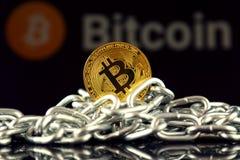 Körperliche Version der neuen virtuellen Geldes und Kette Bitcoin Lizenzfreie Stockfotografie