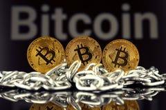 Körperliche Version der neuen virtuellen Geldes und Kette Bitcoin Lizenzfreies Stockfoto