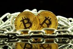 Körperliche Version der neuen virtuellen Geldes und Kette Bitcoin Begriffsbild für Investoren im cryptocurrency und in Blockchain Stockfoto