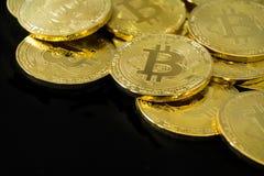 Körperlicher Bitcoin-Stapelhintergrund, Bitcoin-Bergbau Stockfoto