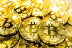 Körperlicher Bitcoin-Stapelhintergrund, Bitcoin-Bergbau Lizenzfreie Stockbilder