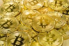 Körperlicher Bitcoin-Stapelhintergrund, Bitcoin-Bergbau Stockbilder