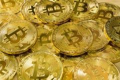 Körperlicher Bitcoin-Stapelhintergrund, Bitcoin-Bergbau Lizenzfreie Stockfotografie