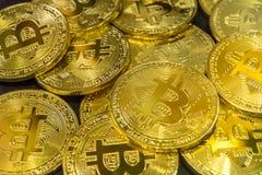 Körperlicher Bitcoin-Stapelhintergrund, Bitcoin-Bergbau Stockfotos