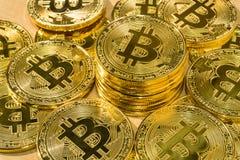 Körperlicher Bitcoin-Stapelhintergrund, Bitcoin-Bergbau Lizenzfreies Stockbild