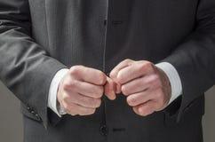 Körpersprache, die Überzeugung ausdrückt Lizenzfreies Stockfoto