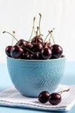Körsbär i bunken Royaltyfri Foto