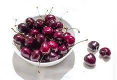 Körsbär i plattan Fotografering för Bildbyråer