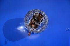 Körsbär i sodavatten Royaltyfri Bild