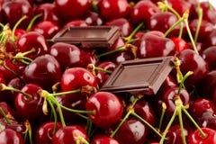 Körsbär med chokladstycken Arkivfoton