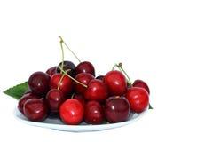 Körsbär på plattan Arkivfoto
