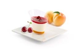 Körsbärsröd aprikospannacotta Fotografering för Bildbyråer