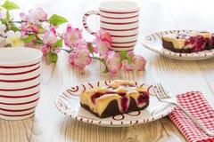 Körsbärsröd kaka med kaffe Royaltyfri Fotografi