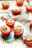 Körsbärsröda bullar med mandeln Arkivfoton