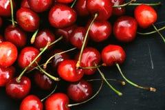 Körsbärsröda frukter Arkivfoto
