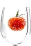 Körsbärsröda tomater med gasbubblor Royaltyfria Foton