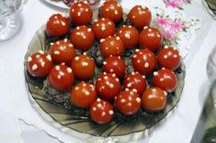 Körsbärsröda tomater med original- pate arkivbilder