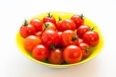 Körsbärsröda tomater med svansar Fotografering för Bildbyråer