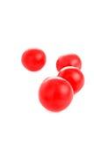 Körsbärsröda tomater som isoleras på vit Royaltyfri Bild