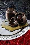 Körsbärsrött starkspritmagasin för schweizisk choklad royaltyfri fotografi