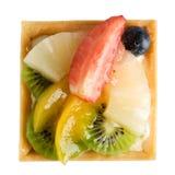Köstlich, Erdbeertorte, Ananas, Kiwi, orange Blaubeeren Stockbild