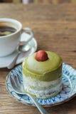 Köstlich vom Kremeiskuchen des grünen Tees lizenzfreie stockfotos