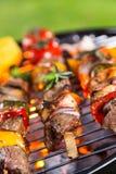 Köstliche Aufsteckspindeln auf Grill Stockfotografie