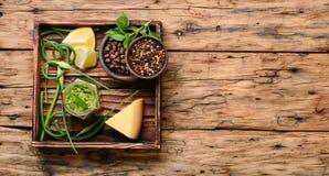 Köstliche Basilikum Pestosoße Stockfotos
