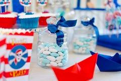 Köstliche bunte Bälle des Geburtstages stockfotografie