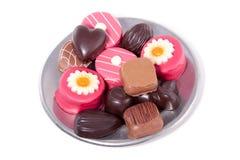 Köstliche chocolats und Marzipan Lizenzfreie Stockfotos