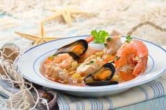 Köstliche Fischsuppe stockfotografie