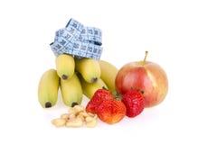 Köstliche frische Früchte und Acajounüsse Stockfotografie