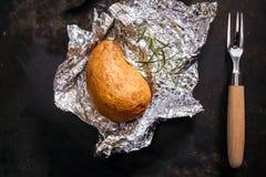 Köstliche ganze Jackenofenkartoffel stockbild