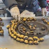 Köstliche gebratene Kastanien an Istanbul-Straße Lizenzfreie Stockbilder