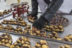 Köstliche gebratene Kastanien an Istanbul-Straße Lizenzfreies Stockbild