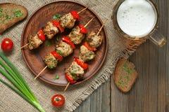 Köstliche gebratene Truthahn- oder Hühnerkebabaufsteckspindeln Lizenzfreies Stockfoto
