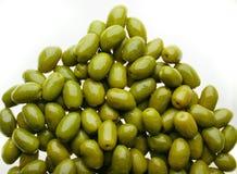 Köstliche Gruppe Oliven Stockfoto