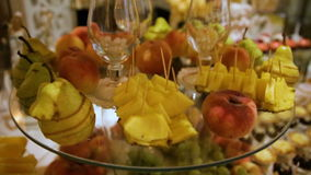 Köstliche Hochzeitsempfangschokoriegel-Nachtischtabelle stock video