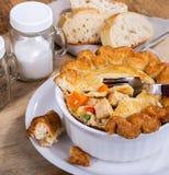 Köstliche Huhn-und Gemüsefleischpastete stockfotos