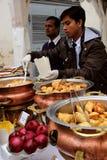 Köstliche indische Küche im indischen Basar Stockbilder