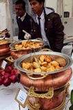 Köstliche indische Küche im indischen Basar Stockfotos
