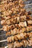 Köstliche Kabobs auf einem Verkohlengrill Stockbild