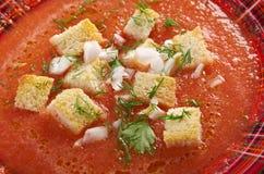Köstliche kalte Gazpacho-Suppe Stockfoto