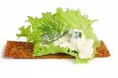 Köstliche Knäckebrote mit Hüttenkäse Lizenzfreie Stockfotos