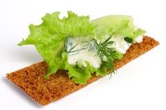 Köstliche Knäckebrote mit Hüttenkäse Lizenzfreie Stockbilder
