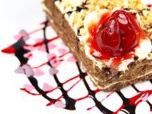 Köstliche Kuchen auf weißem Hintergrund Lizenzfreie Stockfotos