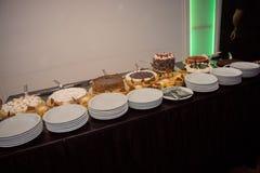 Köstliche Kuchen mit Sahne stockbild
