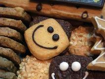 Köstliche lächelnde Plätzchen-Imbisse Stockbilder